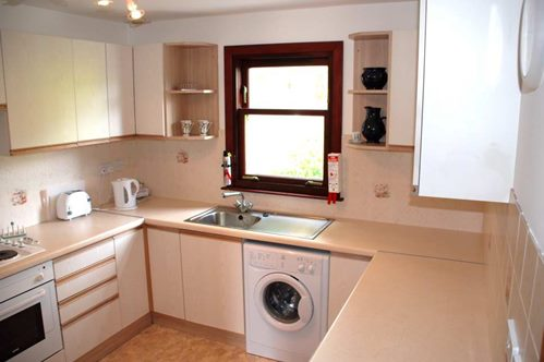 Do london flats ever have the washing machine in the main for Kitchen cabinet washing machine